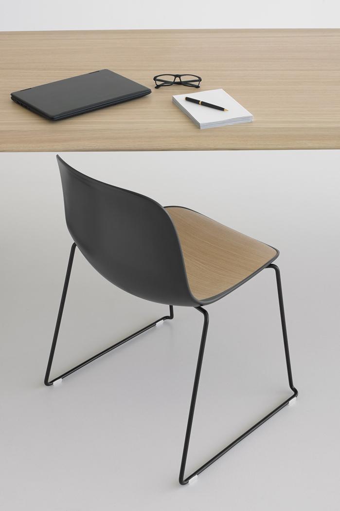 SEELA: sedie impilabili in legno e polipropilene di design ...